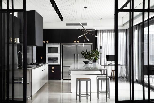 Dans un intérieur monochrome, vous pouvez entrer ces nuances de gris qui, en termes de chaleur/froid, correspondent au ton dominant de blanc ou un intérieur noir-monochrome, vous pouvez entrer ces nuances de gris qui, en termes de chaleur/froid, adapter le blanc ou le noir prédominant