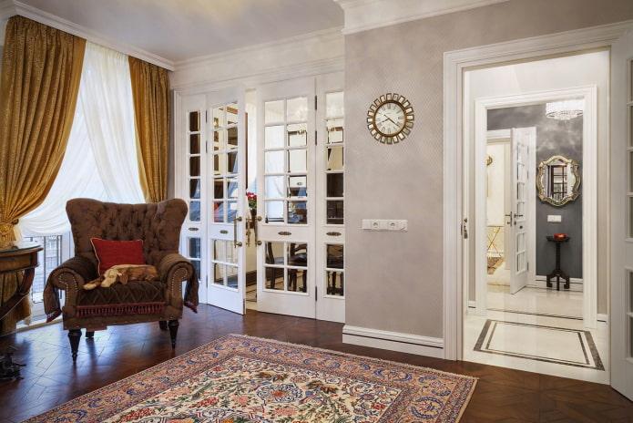 hall avec deux portes