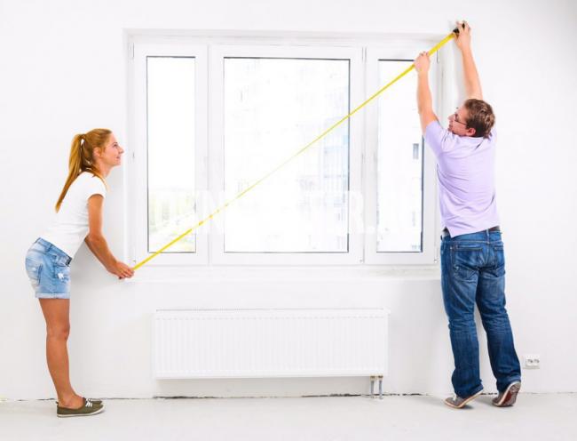 Avant de coudre des rideaux, vous devez mesurer la fenêtre