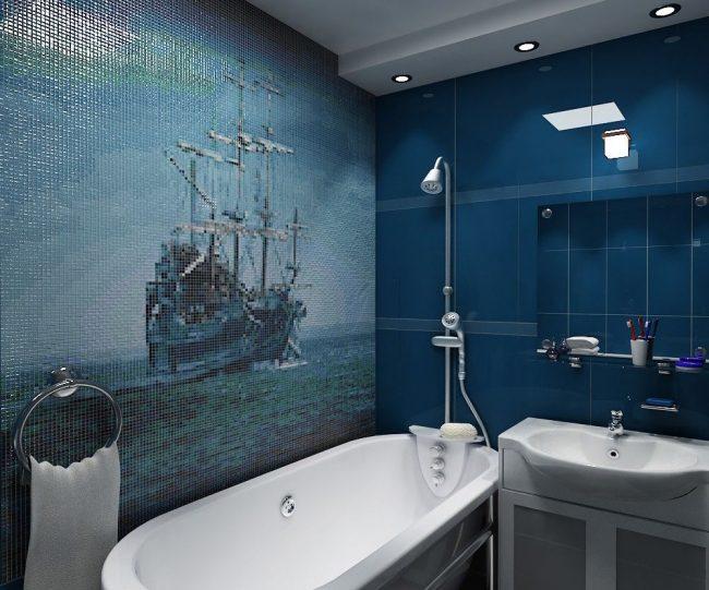 Un beau panneau de mosaïque sur le thème marin est une bonne option pour une salle de bain