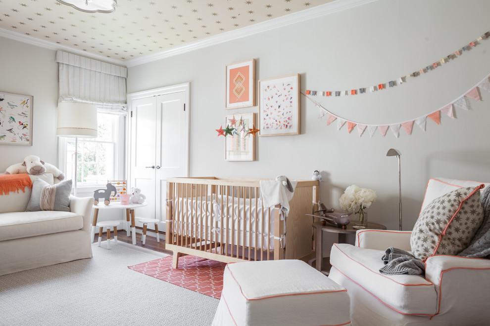 Le tapis, réalisé dans la même palette de couleurs que les murs, s'intégrera organiquement à l'intérieur