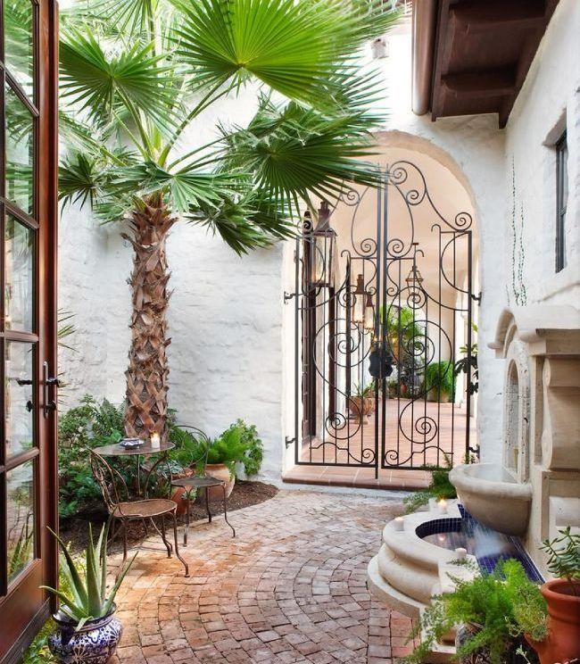 Portail en fer forgé - une décoration exquise de la cour