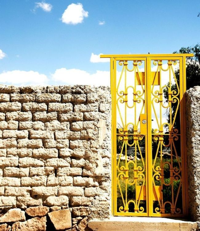 Portails en fer forgé jaune vif
