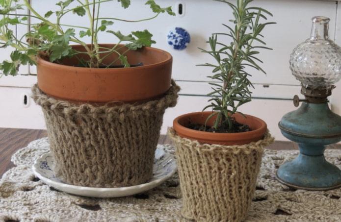 pot à décor tricoté