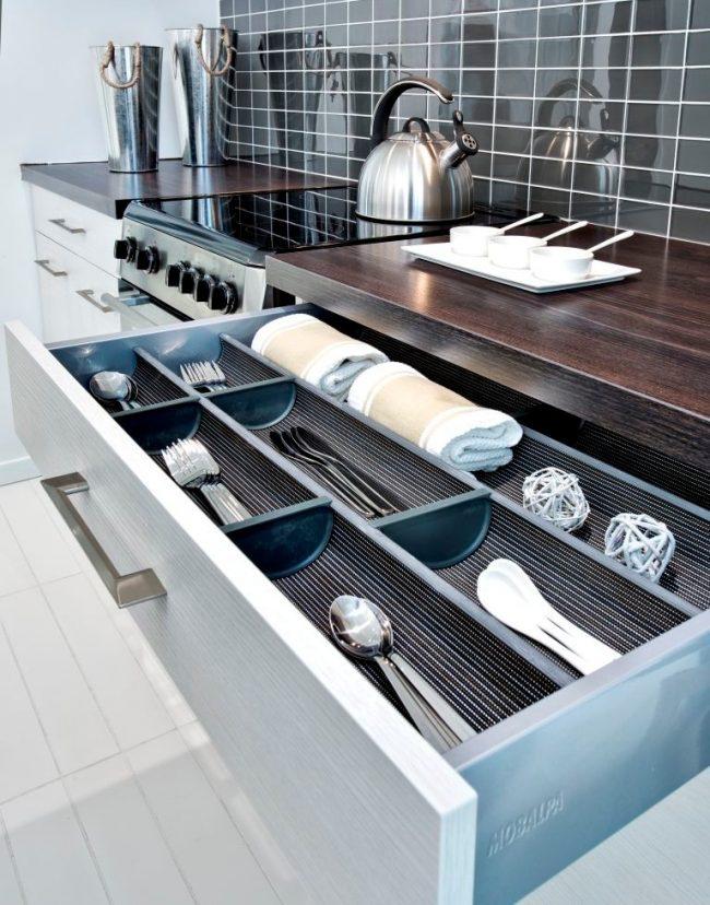 Plateau à assortir avec la cuisine en métal