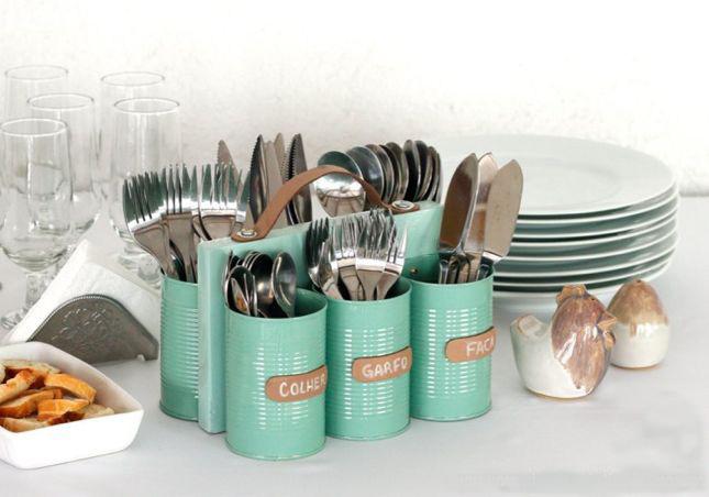 Le diviseur de couverts de bricolage s'intègre facilement dans le grand tiroir de la cuisine