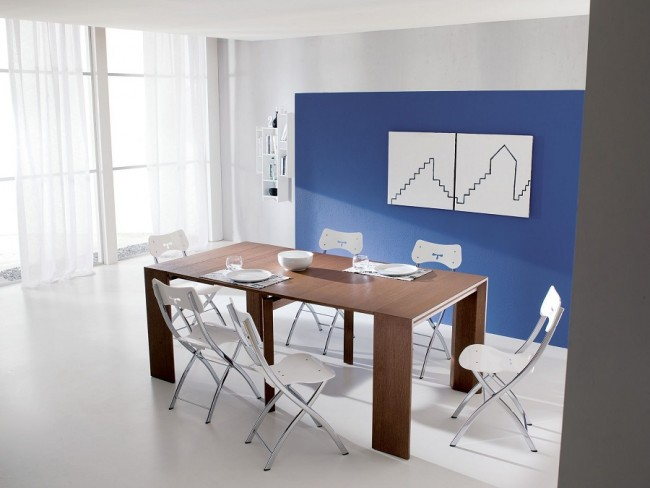 Table console, qui peut être dépliée en une table à manger complète si nécessaire
