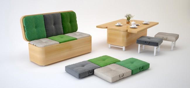 Un petit canapé qui, si nécessaire, peut être transformé en table à manger et des chaises avec des sièges moelleux