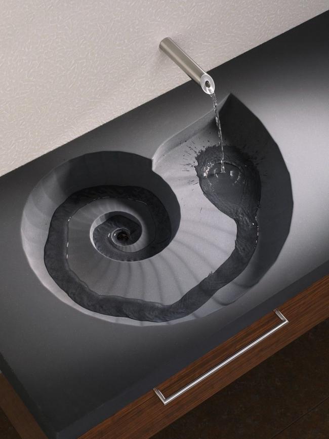 Forme créative d'un lavabo en fonte avec un plan de travail
