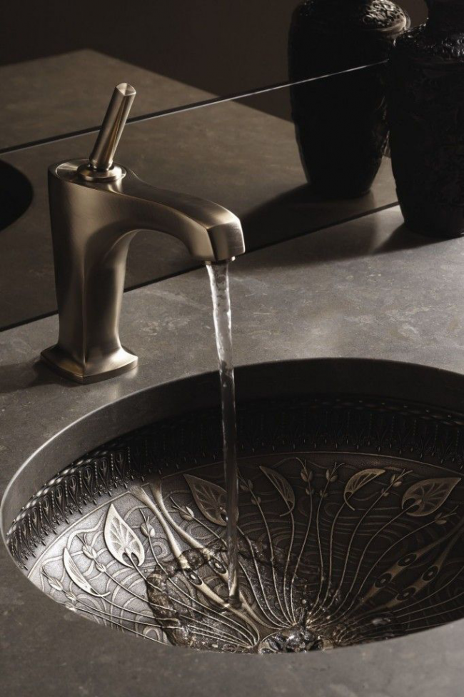 Lavabo original en acier avec impression en relief