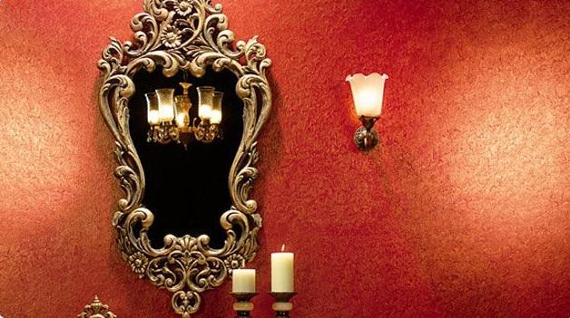 La vraie soie froissée sur les murs est obtenue par une technique d'application de peinture spéciale
