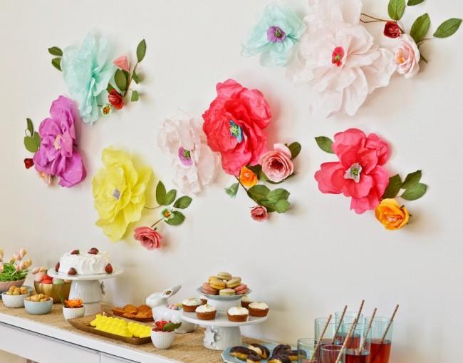 Presque toutes les vacances peuvent être décorées avec des fleurs en papier, de l'artisanat ou toute autre couleur