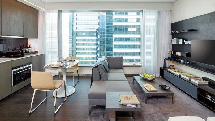 intérieur cuisine-salon avec fenêtres panoramiques