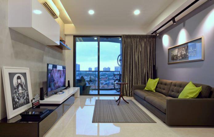 intérieur du salon avec fenêtres panoramiques