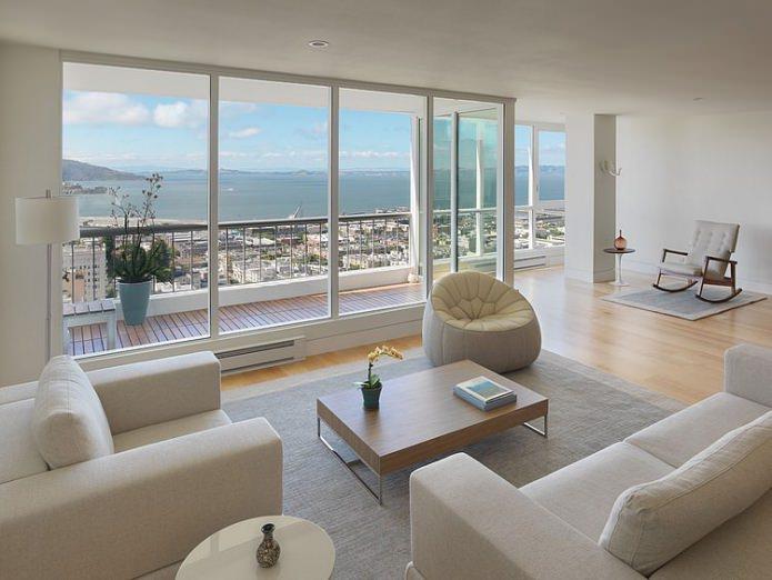 Conception de salon avec fenêtres panoramiques