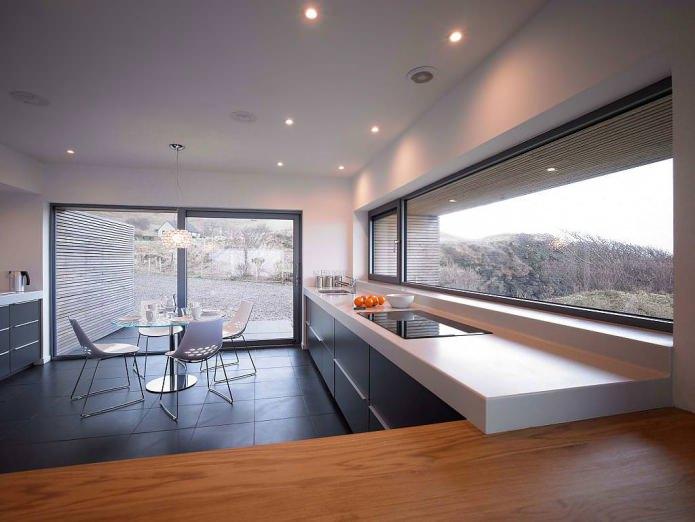 Conception de cuisine avec fenêtres panoramiques