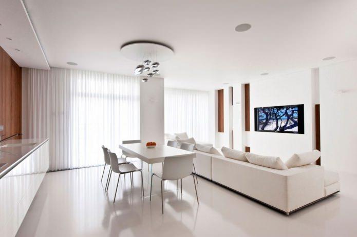 Conception de cuisine-salon avec fenêtres panoramiques