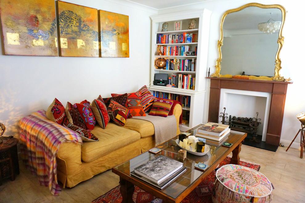 Salon confortable décoré dans un style bohème