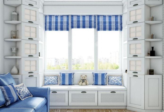 armoires d'angle près de la fenêtre à l'intérieur