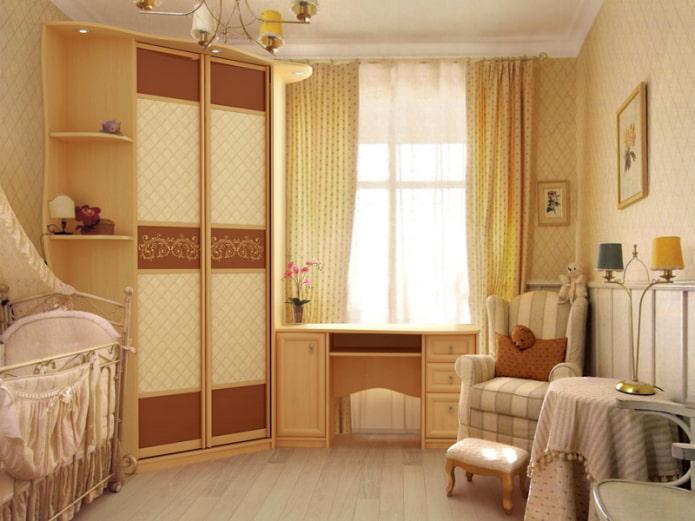 armoire près de la fenêtre à l'intérieur
