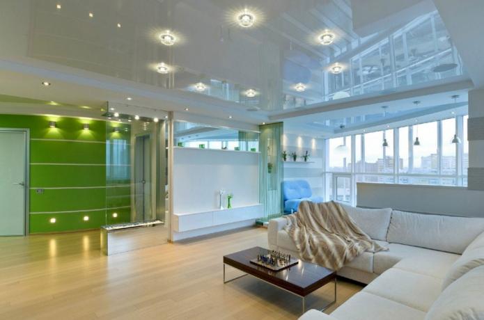 éclairage ponctuel au plafond à l'intérieur