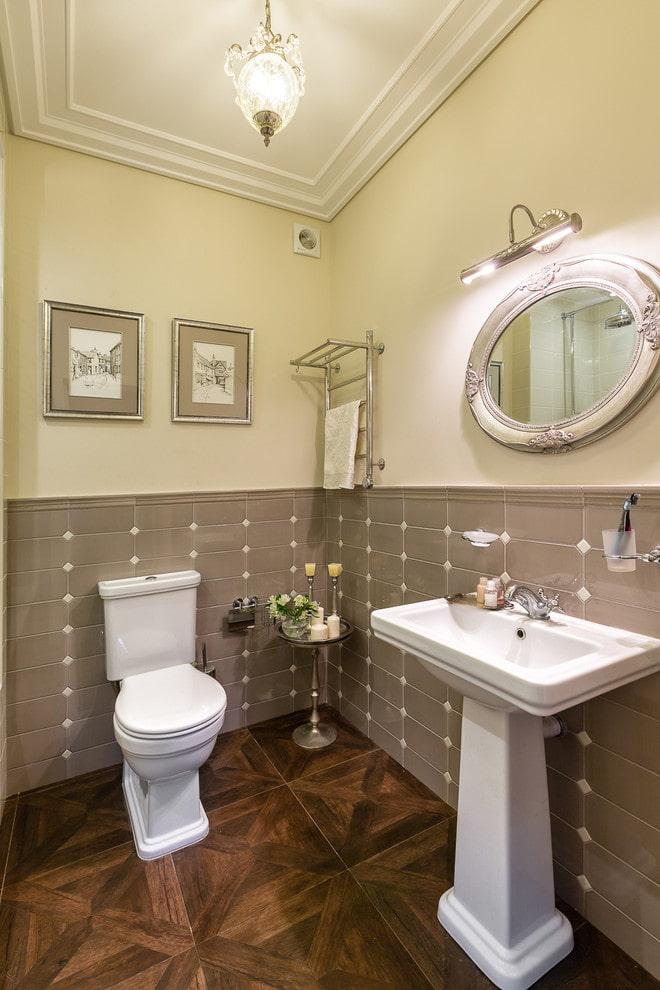 éclairage principal à l'intérieur de la salle de bain