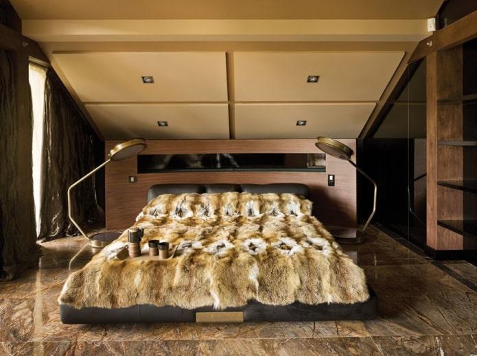 plafond en plaques de plâtre dans la chambre mansardée