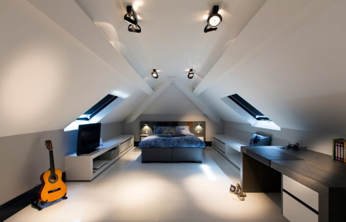 taches au plafond dans le grenier