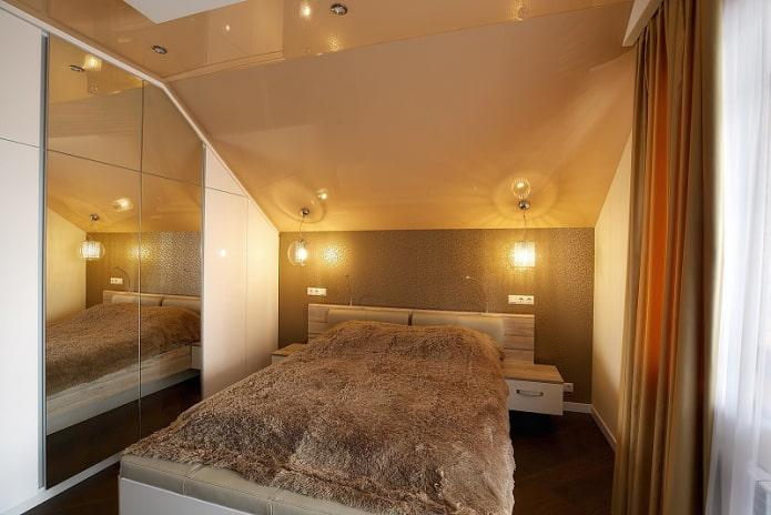 plafond dans la chambre