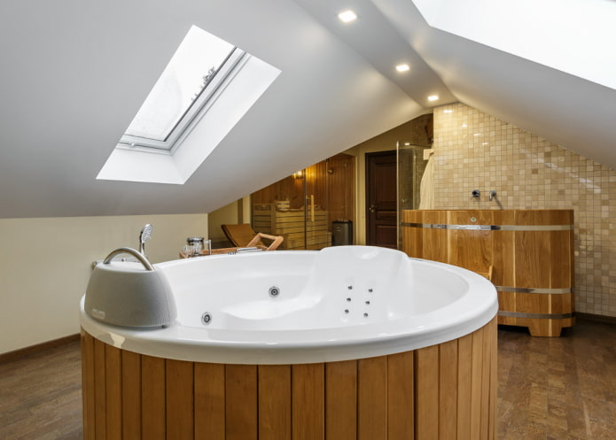 toile tendue dans la salle de bain à l'étage du grenier