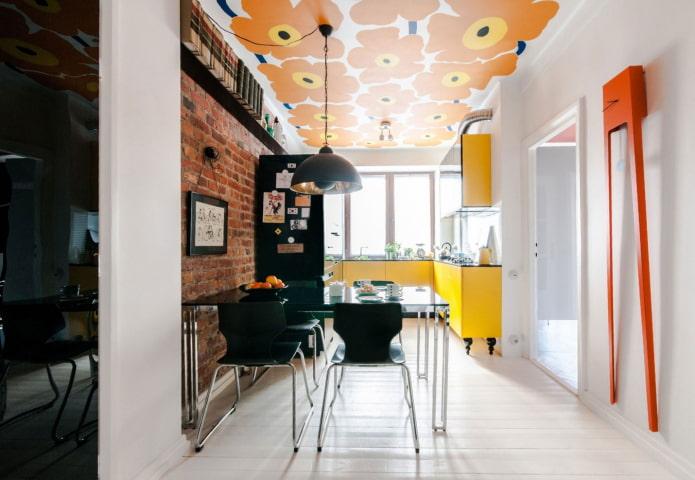 éclairage pour plafond tendu à l'intérieur de la cuisine