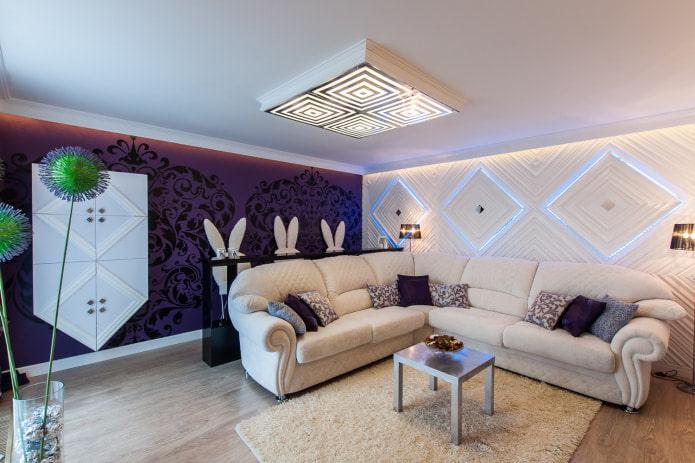 canapé blanc aux murs violets et blancs