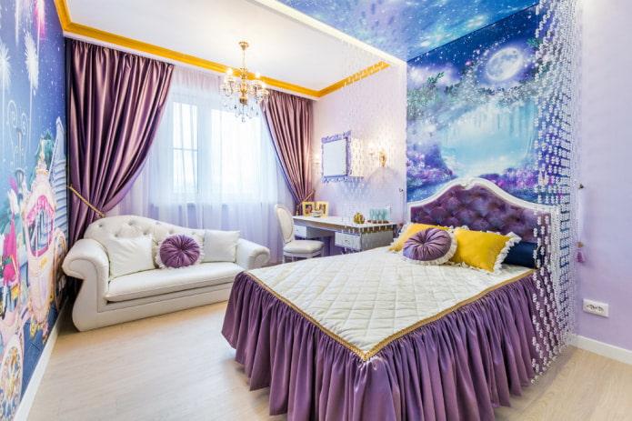 chambre d'enfant avec un canapé blanc