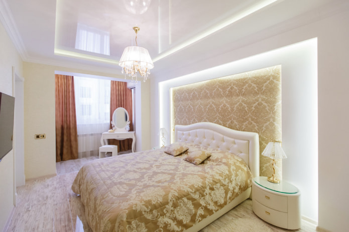 chambre avec plafond blanc