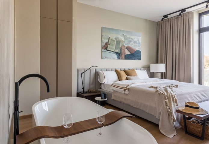 baignoire autoportante dans la chambre