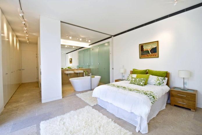 Salle de bain avec spots au plafond