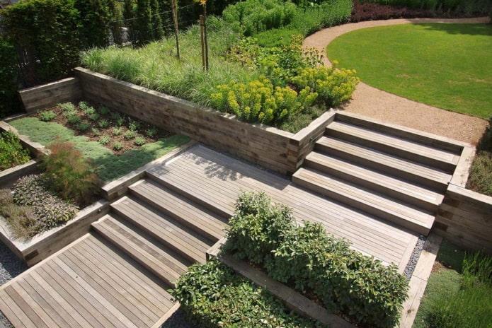terrasses en bois dans le jardin