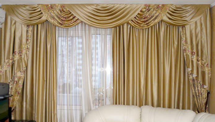 rideaux en or satiné