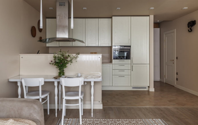 cuisine en bois blanc dans une niche à l'intérieur