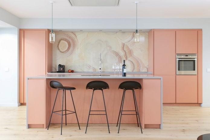 cuisine rose dans une niche à l'intérieur