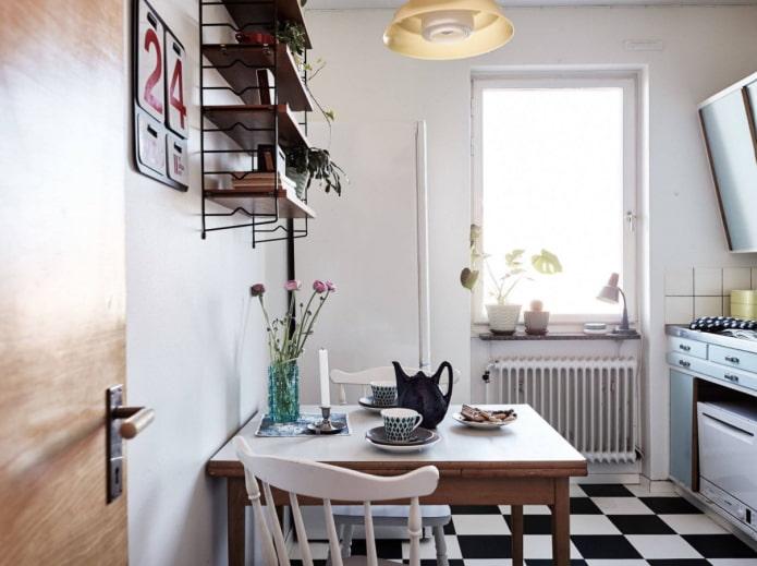 damier au sol dans la cuisine