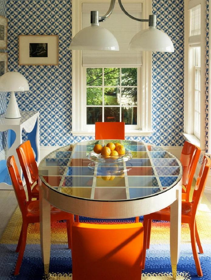 chaises lumineuses dans la cuisine