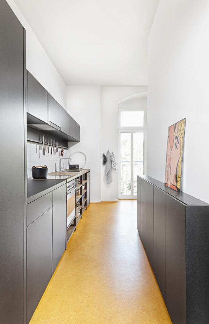 armoire étroite pour la cuisine