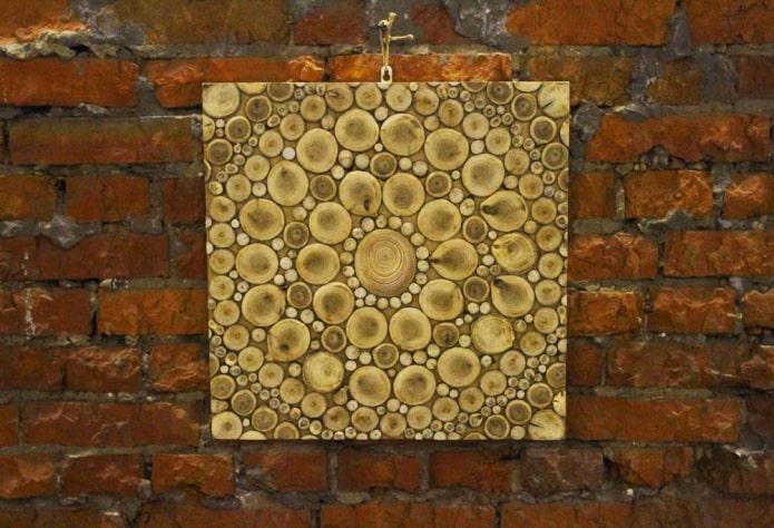 panneau de coupes de bois sur le mur