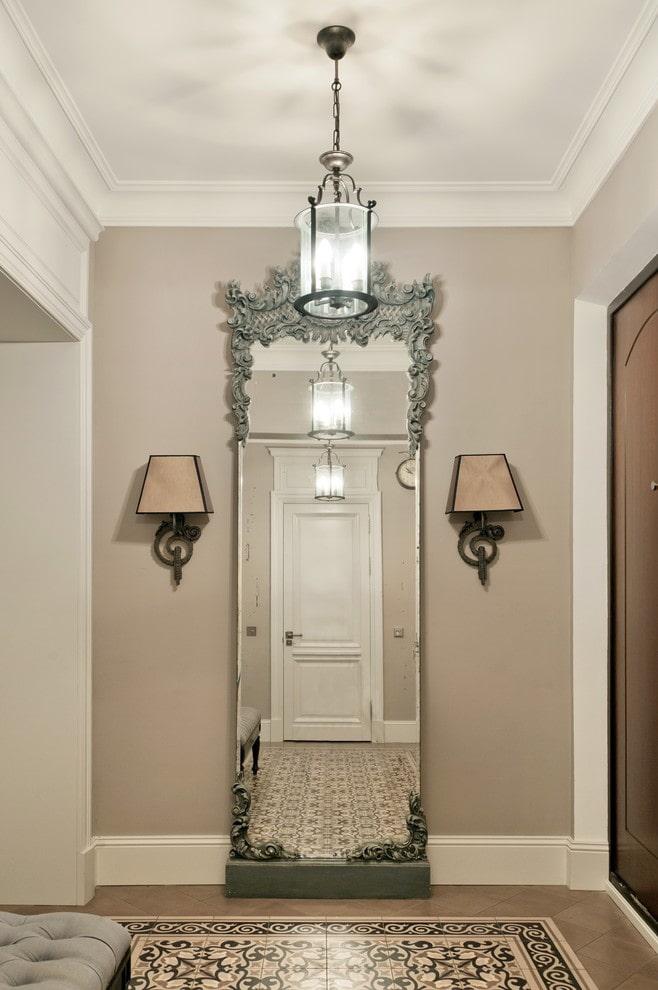 éclairage principal à l'intérieur du couloir