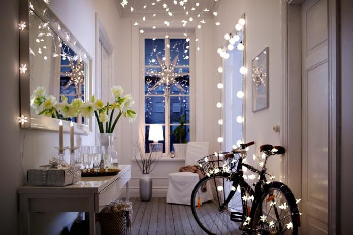 éclairage décoratif à l'intérieur du couloir