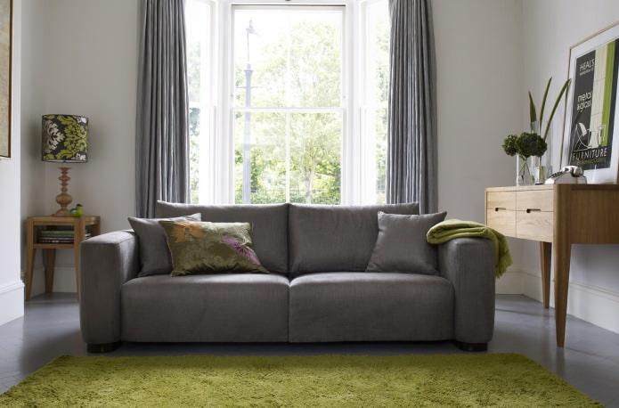 salon avec canapé gris