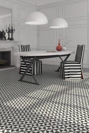 Carrelage noir et blanc au sol à l'intérieur