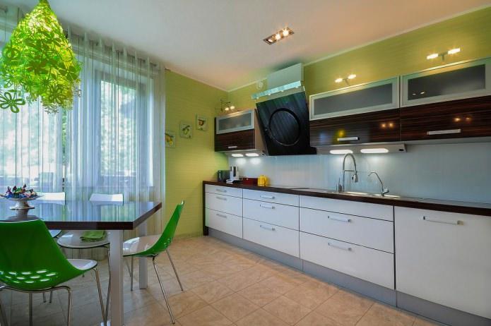 conception de cuisine avec papier peint vert
