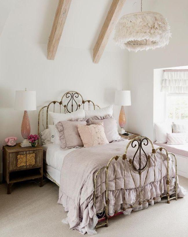 Lit luxueux en fer forgé - une véritable décoration de la chambre